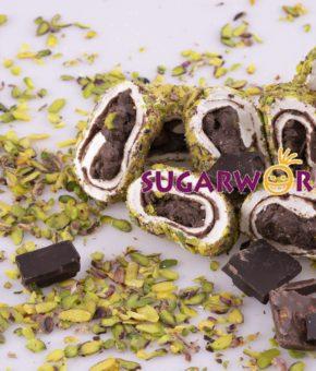 Dürüm içi çikolatalı ve Antep fıstıklı dışı file Antep fıstık kaplı sultan lokum